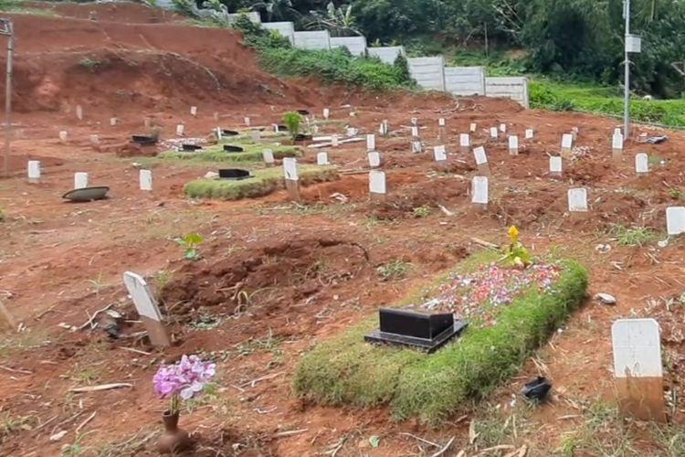 Blok makam khusus pasien Covid-19 di TPU Jombang, Tangerang Selatan.