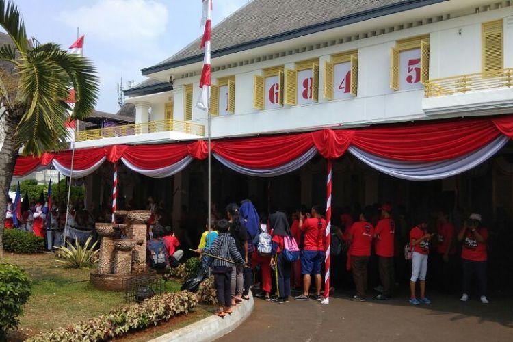 Museum Perumusan Naskah Proklamasi kembali menggelar Kegiatan Napak Tilas Proklamasi pada Rabu (16/8/2017).