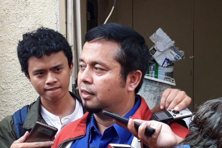 Kuasa hukum Ridho Rhoma, yakni Ismail Ramli diabadikan ketika ia dijumpai di Polres Metro Jakarta Barat, Selasa (28/3/2017).