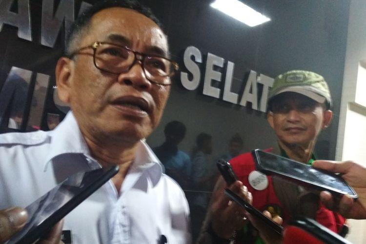 Kepala dinas kesehatan Sulawesi Selatan Ichsan Mustari saat diwawancara usai rapat dengar pendapat dengan komisi E di gedung DPRD Sulsel, Rabu (4/3/2020).