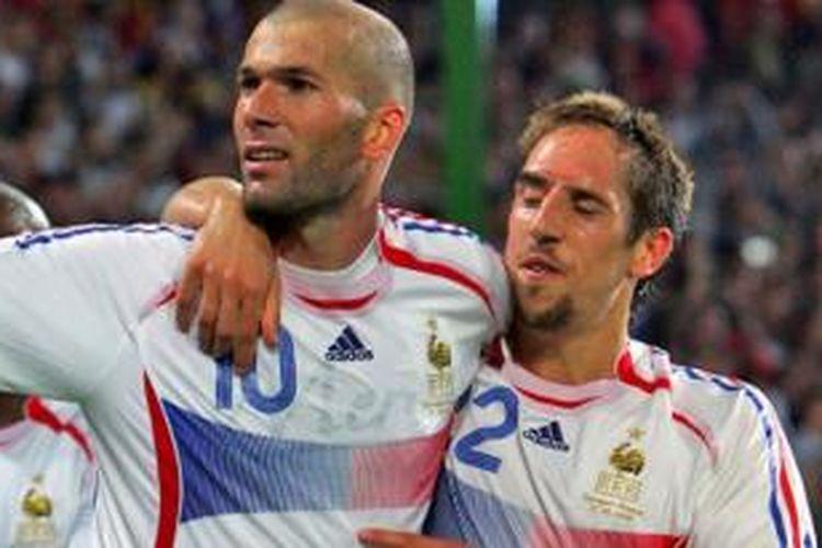 Legenda Perancis, Zinedine Zidane (kiri) bersama Franck Ribery.