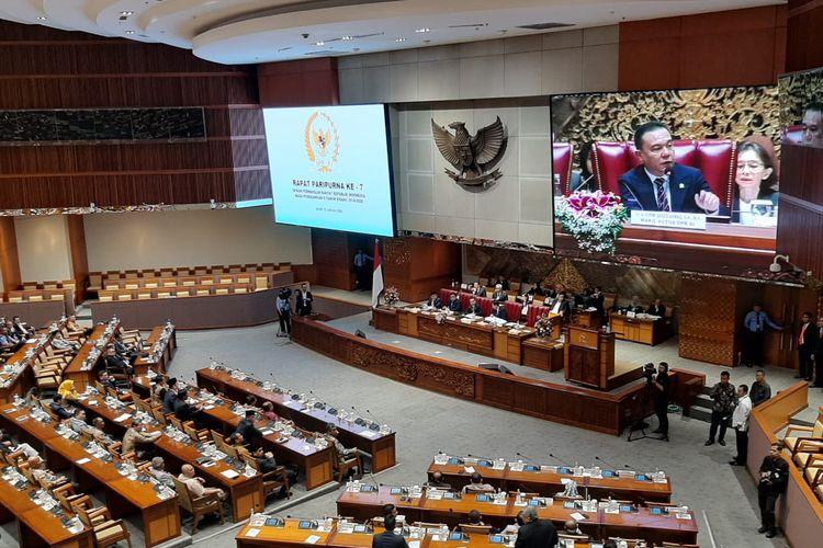 Rapat paripurna pembukaan Masa Persidangan II tahun 2019-2020 di Kompleks Parlemen, Senayan, Jakarta, Senin (13/1/2020).