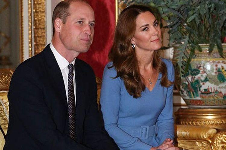 Pangeran William dan Kate Middleton ketika bertemu Presiden UkrainaVolodymyr Zelenskyyand ibu negaraOlena Zelenskadi Istana Buckingham
