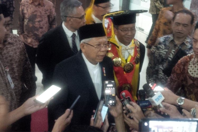 Wapres Maruf Amin seusai menerima penghargaan Parasamya Anugraha Dharma Krida Upa Baksana di Universitas Sebelas Maret (UNS) Solo, Jawa Tengah, Rabu (11/3/2020).