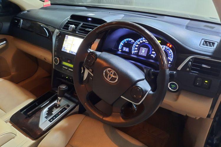 Potret interior Toyota Camry Hybrid yang tengah dilelang pemerintah