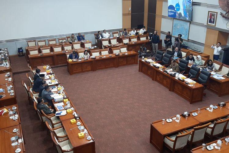 Rapat Komisi I DPR dengan Dewan Direksi LPP TVRI di Kompleks Parlemen, Senayan, Jakarta, Senin (27/1/2020).
