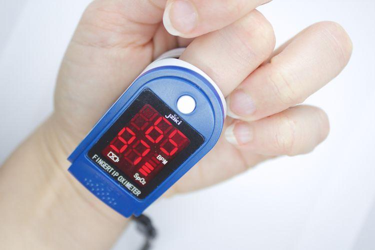 Ilustrasi pulse oximeter.