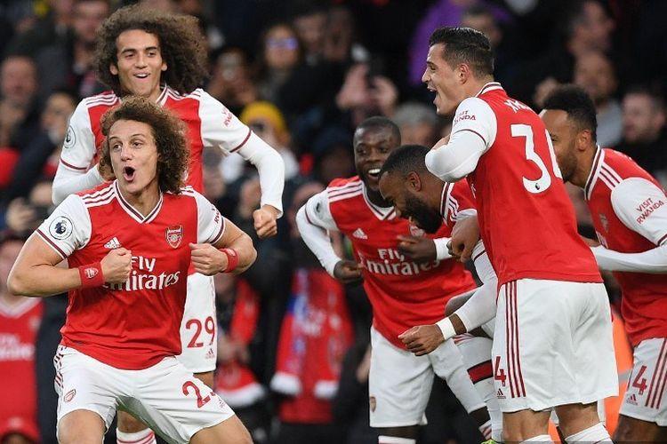 David Luiz merayakan gol bersama sejumlah rekannya pada pertandingan Arsenal vs Crystal Palace dalam lanjutan Liga Inggris di Stadion Emirates, 27 Oktober 2019.