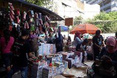 Pasar Asemka Diserbu Pembeli Jelang Tahun Ajaran Baru