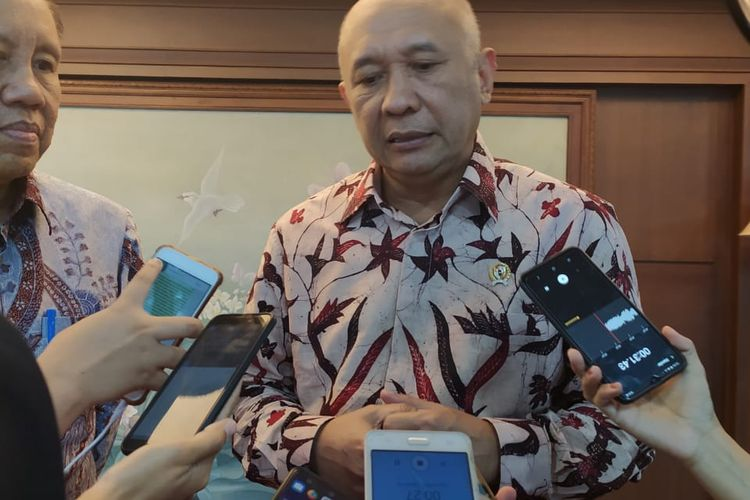 Teten Masduki saat diwawancarai media di Jakarta, Senin (6/1/2020).