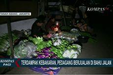 Lapak Terbakar, Pedagang di Pasar Kambing Tanah Abang Jualan di Pinggir Jalan
