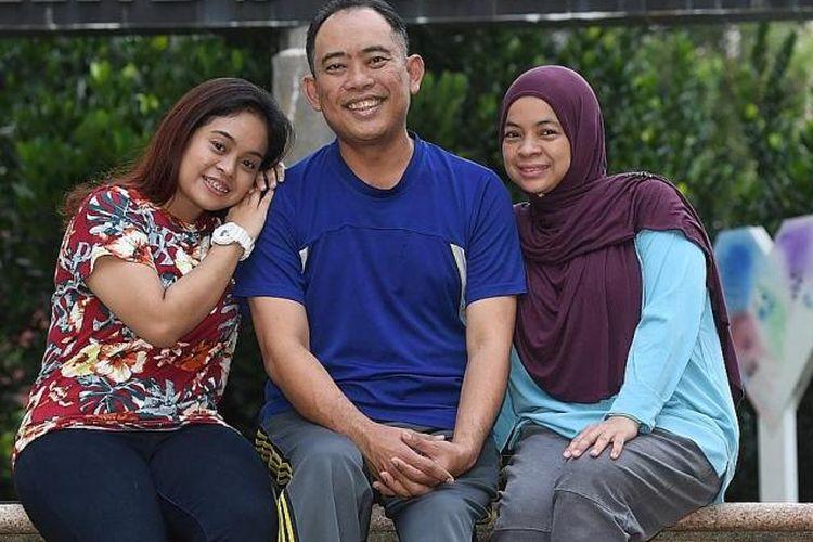 Nurul Ashikin dan kedua orangtuanya Abdul Wahab dan Siti Zuraidah.