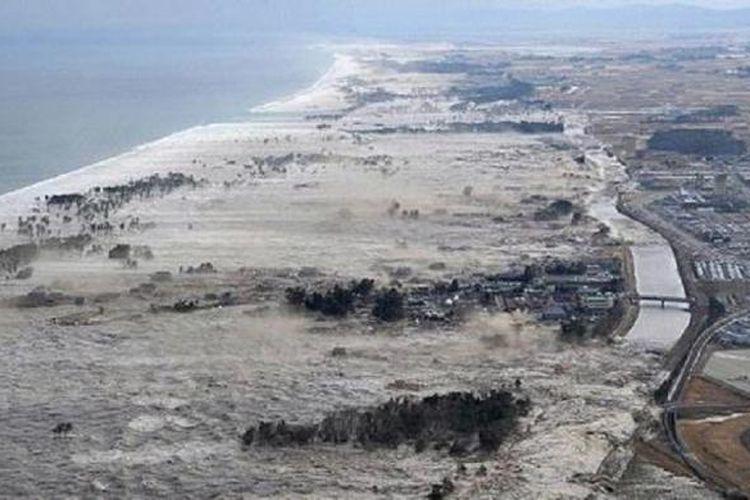 Dampak Tsunami yang melanda  Tohoku, Jepang, pada 2011, tepatnya di Bandara Sendai.