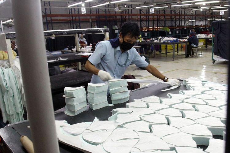 Pabrik tekstil Pan Brothers kini juga memproduksi masker selama masa pandemi Covid-19.