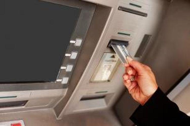 ilustrasi: kartu debit dan atm