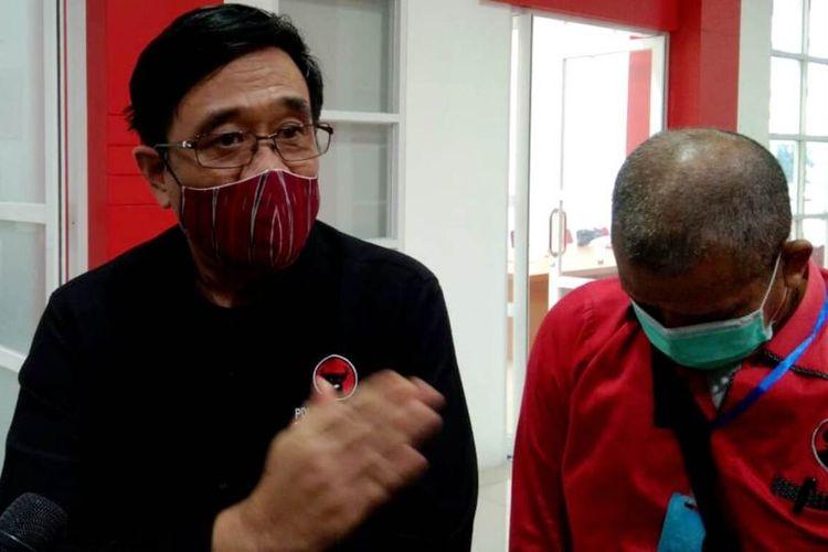 Ketua DPP PDI Perjuangan Djarot Saiful Hidayat menjawab pertanyaan wartawan di kantor DPD PDI Perjuangan Sumut, Kamis (23/7/2020)