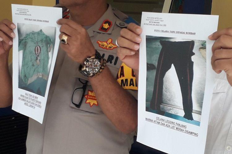 Polisi menunjukkan gambar pakaian yang dikenakan jasad perempuan tanpa identitas yang ditemukan di pintu masuk Tol Jagorawi, Senin (8/4/2019).