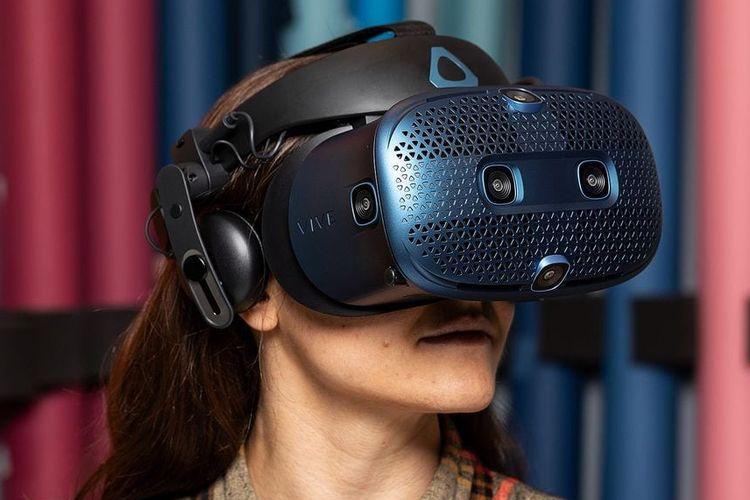ilustrasi Vive Cosmos VR user