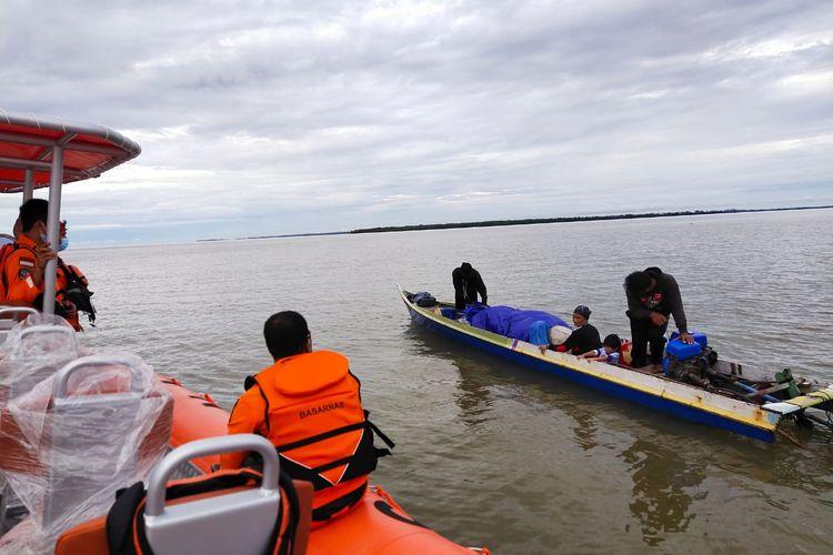 Tim SAR menemukan lokasi keberadaan keluarga nelayan asal Nunukan di perairan Tanah Merah Kabupaten Tana Tidung berjarak sekitar 5 NM dari perairan Tanjung Ahus Nunukan