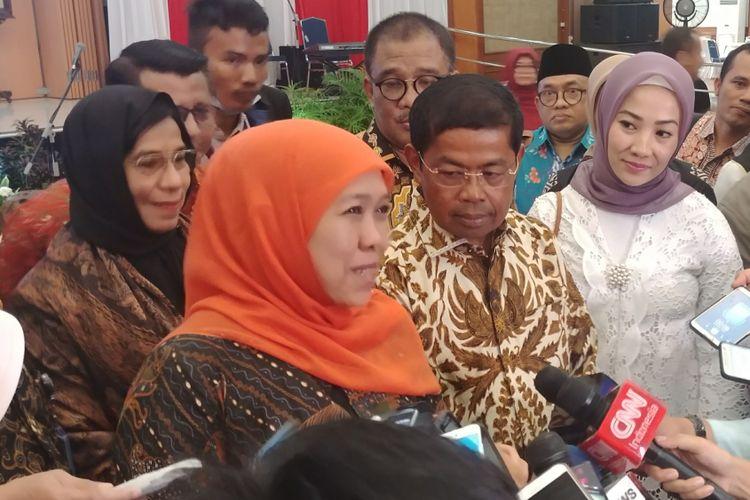 Idrus Marham dan Menteri Sosial Khofifah Indar Parawansa usai serah terima jabatan Mensos, di Kantor Kementerian Sosial, Jakarta, Kamis (18/1/2018).