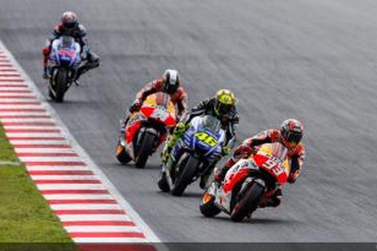 Para pebalap MotoGP (depan-belakang), Marc Marquez, Valentino Rossi, Dani Pedrosa, dan Jorge Lorenzo, bersaing pada GP Catalunya, Minggu (15/6/2014).
