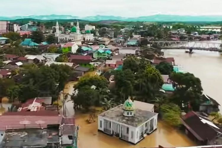 Banjir menggenangi ribuan rumah di Kecamatan Satui, Kabupaten Tanah Bumbu, Kalsel.