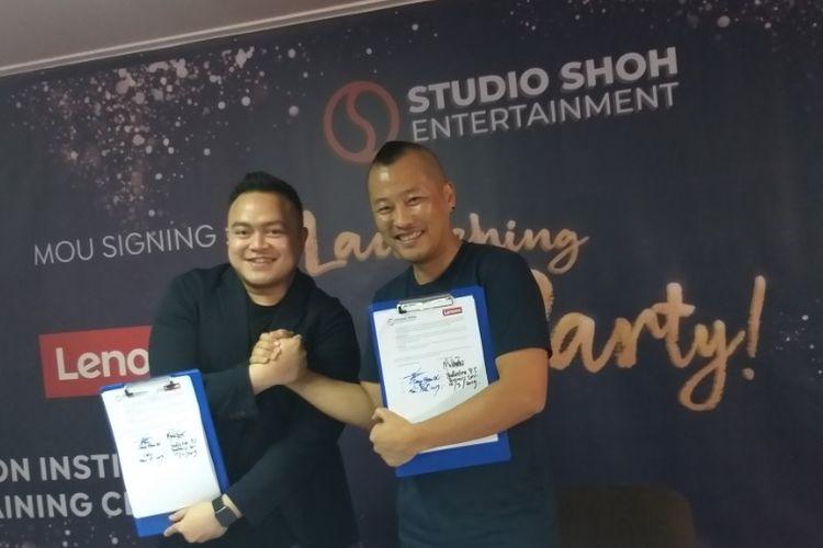 Presiden dan CEO Seung-Hyun Oh (SHOH) dan Yudhistira Sudrajat, Business Development Manager PT Lenovo Indonesia, menandatangani MoU untuk membuka Animation Institute, Jumat (15/3/2019). Hyun Oh meresmikan Studio SHOH Entertainment (SSE), sebuah studio animasi kreatif, di kawasan Palmerah Barat, Jakarta.