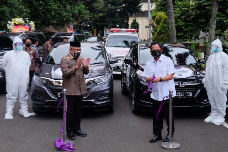 Menteri Dalam Negeri Tito Karnavian bersama Wali Kota Depok Mohammad Idris resmikan mobil tes swab keliling di halaman Gedung Balai Kota Depok, Jumat (23/05/2021). Dok: Pemkot Depok.