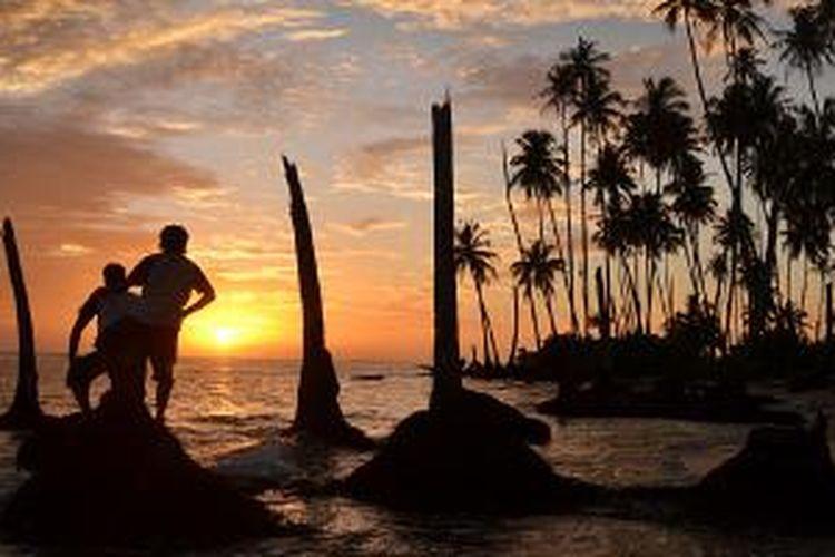 Suasana matahari terbenam di salah satu gugusan Pulau Banyak, yakni Pulau Balai.