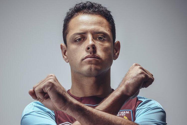Javier Hernandez alias Chicharito resmi gabung ke West Ham United, Senin (24/7/2017).