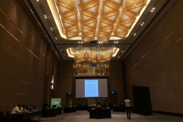 Kelompok Pekerja Penilai Pengurus LPJK melakukan seleksi uji wawancara peserta, Senin (2/11/2020) di Intecontinental Hotel, Jakarta.