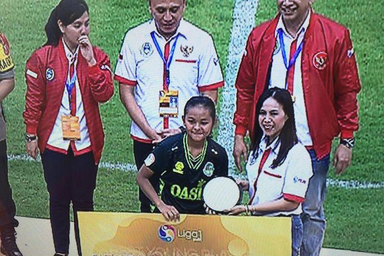 Gelandang PS Tira Persikabo Kartini, Helsya Maeisyaroh, menjadi pemain muda terbaik Liga 1 Putri 2019.