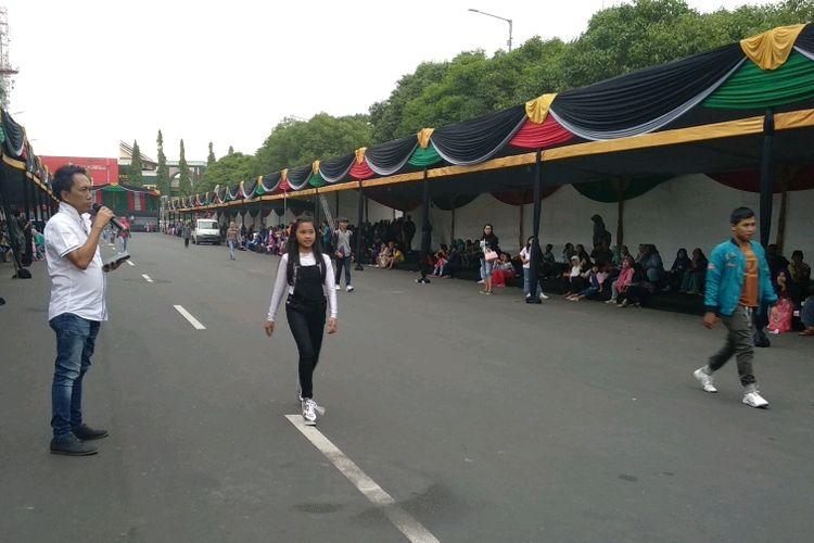 Presiden JFC, Dynand Fariz, Memimpin Langsung Persiapan Pelaksanaan Jember Fashion Carnival (JFC) ke 17, di Alun- Alun Kota Jember, Jawa Timur.