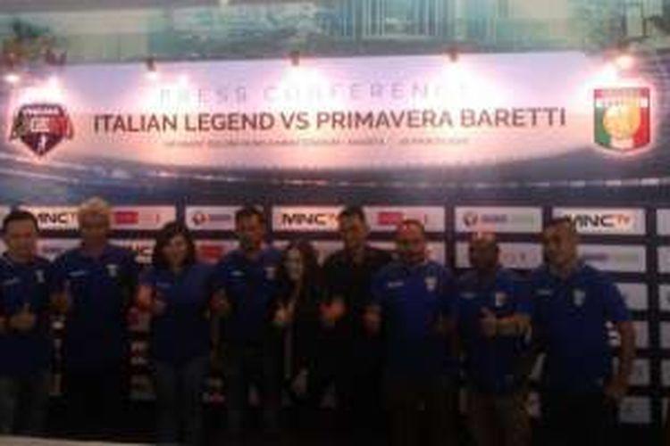 Para alumni tim nasional Primavera dan Baretti hadir dalam acara jumpa pers jelang laga versus Italian Legend di Gelora Bung Karno, Senin (28/3/2016).