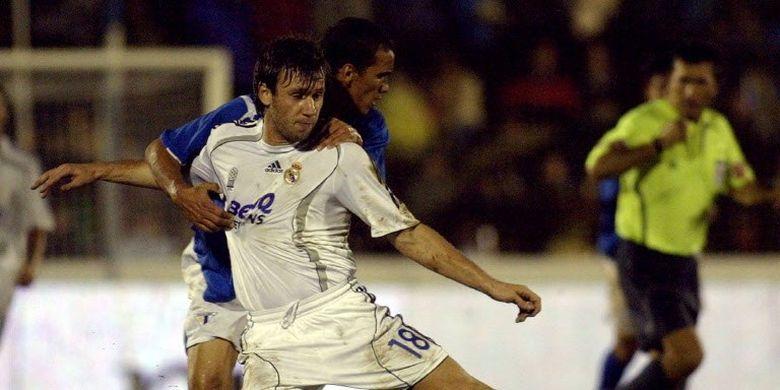 Antonio Cassano kala membela Real Madrid (2006-2007).