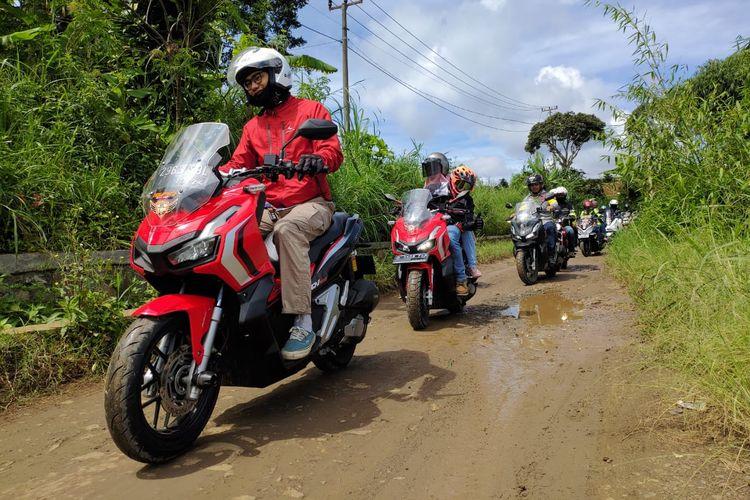 Defensive riding perlu dijadikan kebiasaan agar selalu terhindar dari risiko kecelakaan di jalan raya