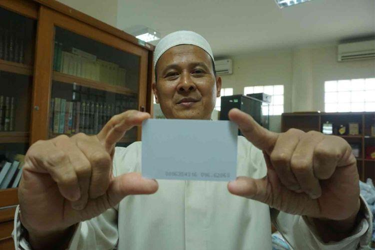 Masjid Raya Bintaro, Tangerang Selatan menyediakan sebuah mesin ATM beras yang diperuntukan untuk kaum dhuafa, Senin (28/5/2018).