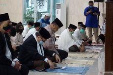 Anies, Riza Patria, dan Pimpinan DPRD DKI Shalat Id di Masjid Fatahillah Balai Kota