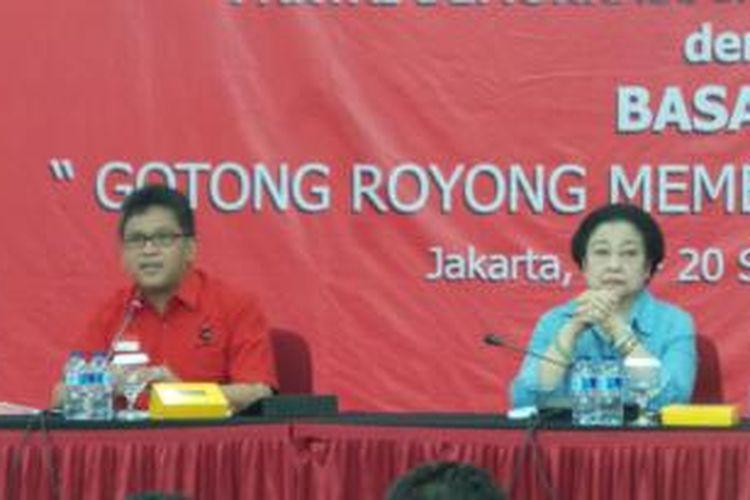 Ketua Umum PDI Perjuangan Megawati Soekarnoputi bersama Sekjen PDI-P Hasto Kristiyanto di Kantor DPP PDI-P, Lenteng Agung, Jakarta Selatan, Selasa (15/9/2015).