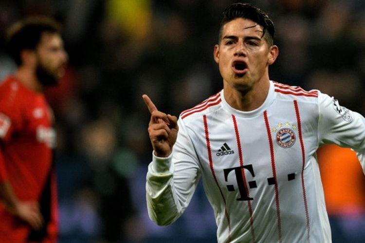 James Rodriguez merayakan gol Bayern Muenchen ke gawang Bayer Leverkusen pada pertandingan Bundesliga di BayArena, Jumat (12/1/2018).