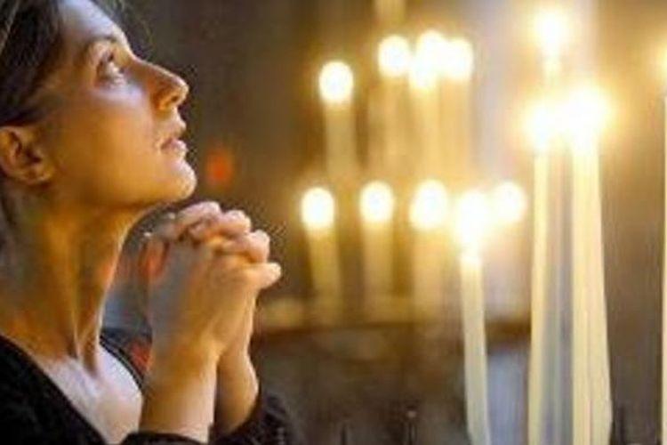 Berdoa.