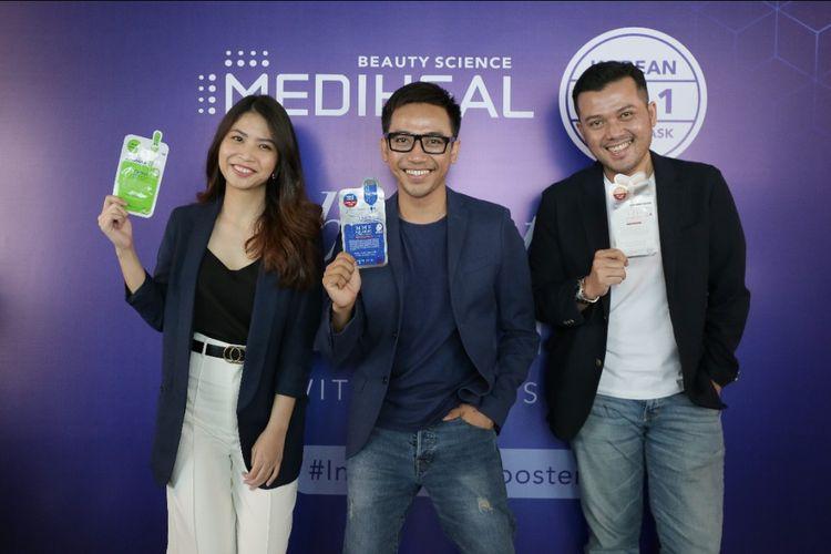 Makeup Artist Bubah Alfian (tengah) diperkenalkan sebagai brand ambassador Mediheal.