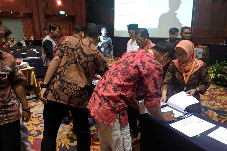 penandatanganan hasil pemilu pilpres di tingkat provinsi DKI Jakarta di Hotel Bidakara, Pancoran, Jakarta Selatan, Jumat (17/5/2019)