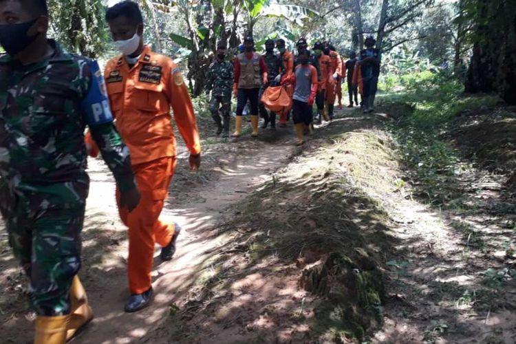 Polisi memastikan kerangka jenazah yang ditemukan di kebun sawit Desa Radda, Kecamatan Baebunta, Luwu Utara pasca banjir bandang tidak ada tanda kekerasan, Selasa (11/08/2020)