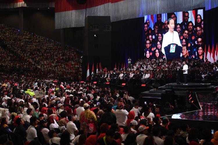 Capres nomor urut 01 Joko Widodo menyampaikan pidato pada acara Konvensi Rakyat di Sentul, Bogor, Jawa Barat, Minggu (24/2/2019). Konvensi Rakyat itu mengangkat tema optimis Indonesia maju. ANTARA FOTO/Akbar Nugroho Gumay.