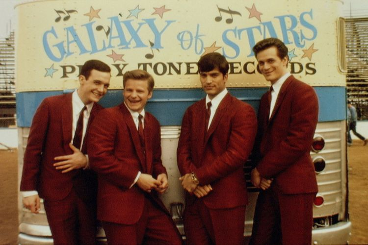 Grup musik The Wonders yang muncul dalam film That Thing You Do!