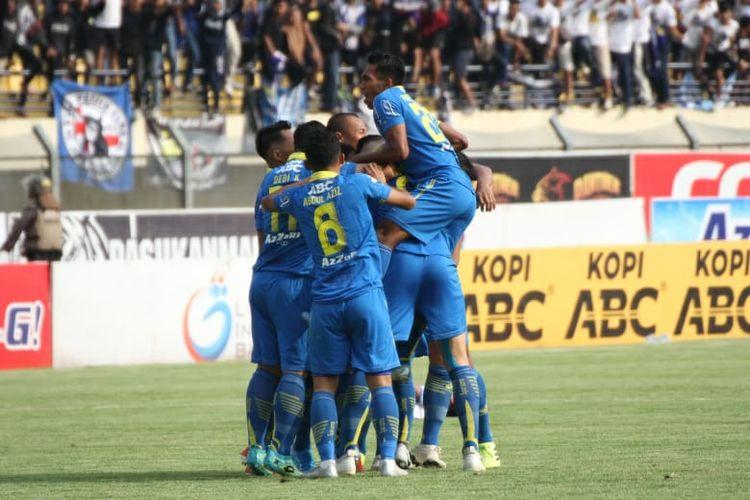 Gol pertama Persib Bandung dicetak Kim Kurniawan melawan Arema FC (12/11/2019).