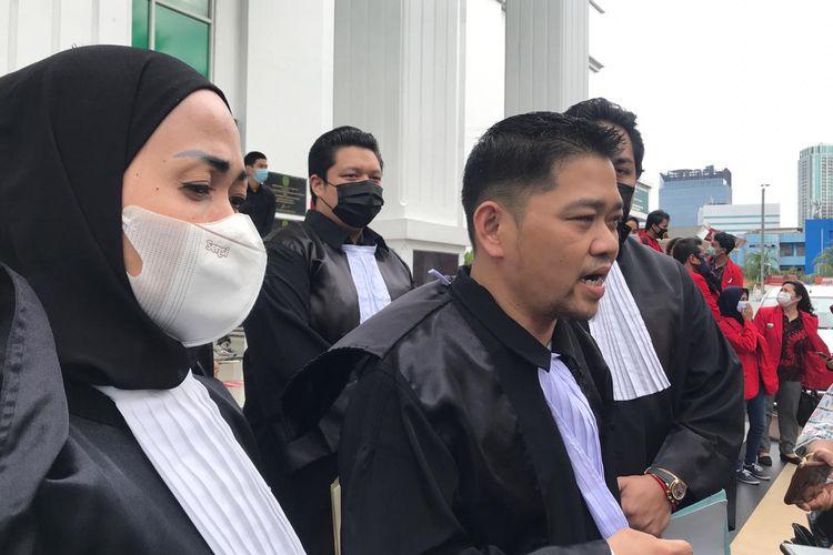 Ketua tim penasihat hukum John Kei, Anton Sudanto usai sidang pembacaan dakwaan John Kei, Rabu (13/1/2021).