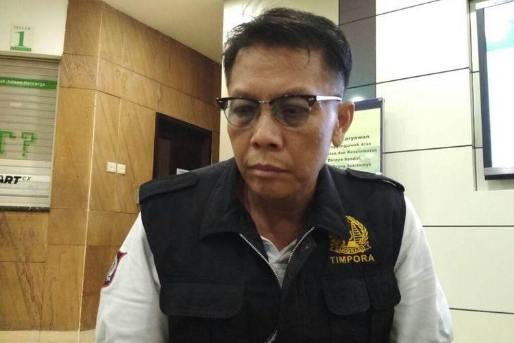 Yuli Hari Utomo, ayah salah satu korban selamat bom Kampung Melayu, Bripda Yogi Aryo di RS Premier, Jatinegara, Jakarta Timur, Kamis (25/5/2017) dini hari.