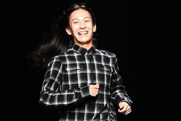 Baru-baru ini, perancang busana Alexander Wang (31) memutuskan untuk tidak lagi menjabat sebagai Direktur Kreatif rumah mode Balenciaga.